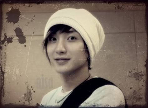 https://supershiningbeauty.files.wordpress.com/2011/04/leeteuk-super-junior-7712072-599-438.jpg?w=300