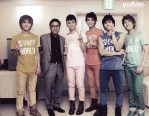 http://supershiningbeauty.files.wordpress.com/2012/06/sooman-with-shinee.jpg?w=300